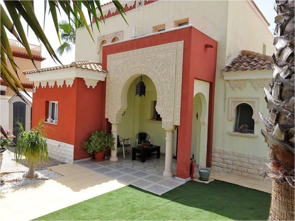 4 bedroom Villa for sale in Alfaz del Pi / L'Alfas del Pi with pool - € 365,000 (Ref: 5903508)
