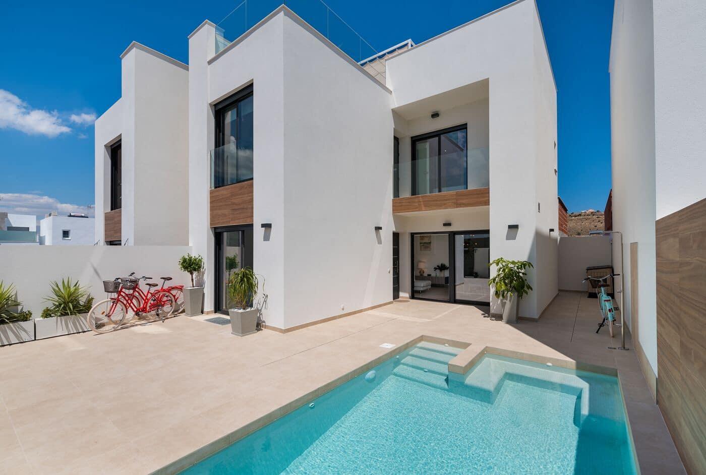 Chalet de 3 habitaciones en Benijófar en venta con piscina - 279.900 € (Ref: 4512004)