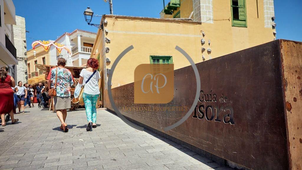 4 bedroom Villa for sale in Guia de Isora - € 400,000 (Ref: 6071863)