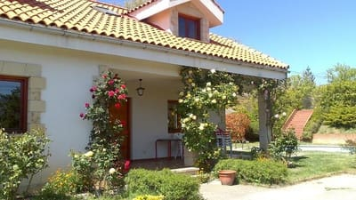 5 bedroom Terraced Villa for sale in Polientes with garage - € 260,000 (Ref: 4688169)