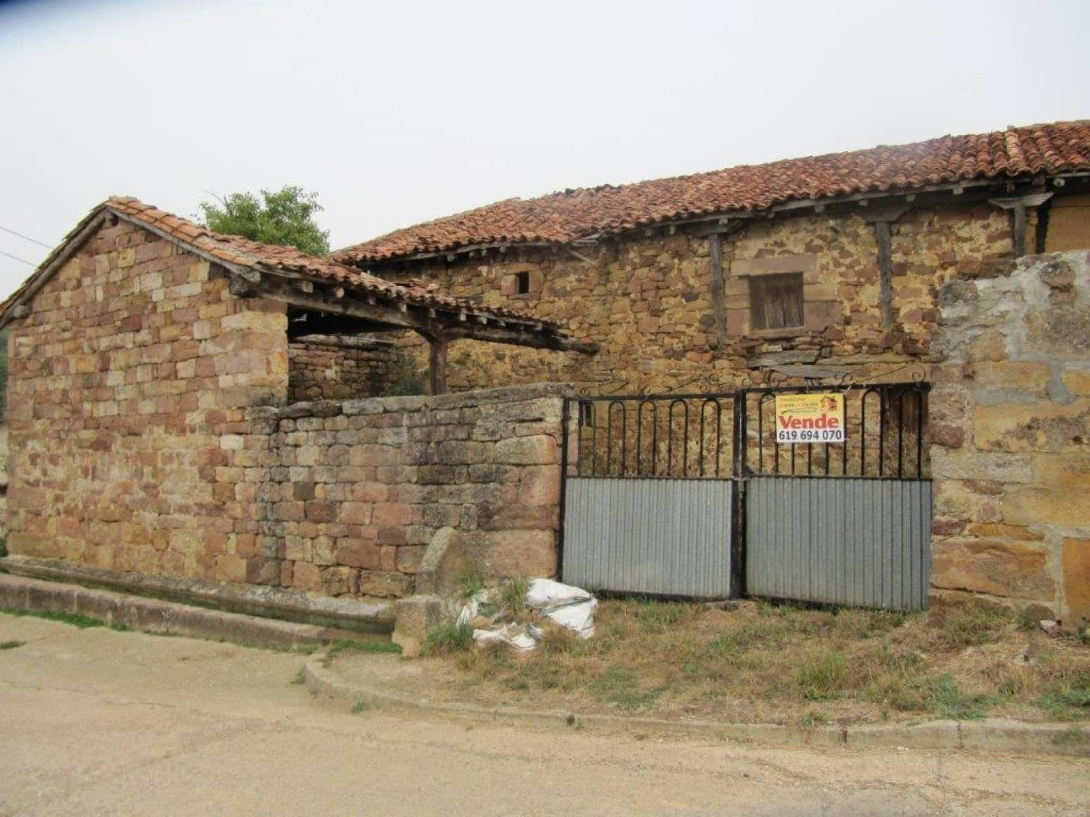 2 bedroom Terraced Villa for sale in Barruelo de Santullan - € 10,500 (Ref: 4852514)