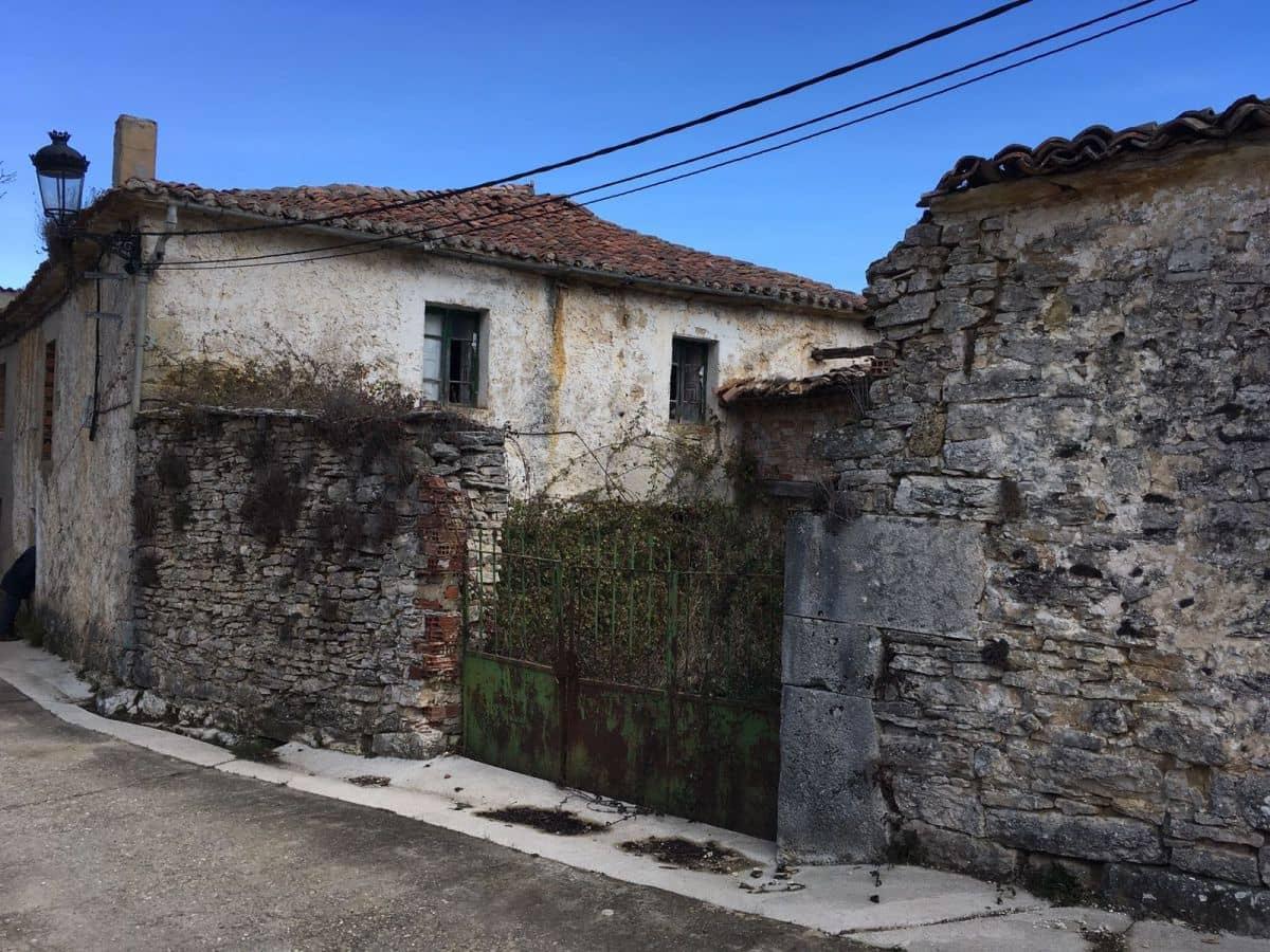 4 sovrum Radhus till salu i Valle de Valdelucio - 9 000 € (Ref: 4852559)