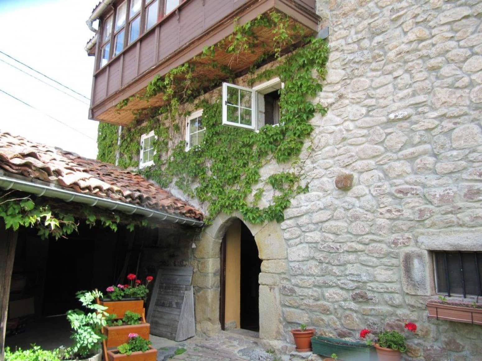 5 soverom Rekkehus til salgs i Hermandad de Campoo de Suso med garasje - € 180 000 (Ref: 4852623)