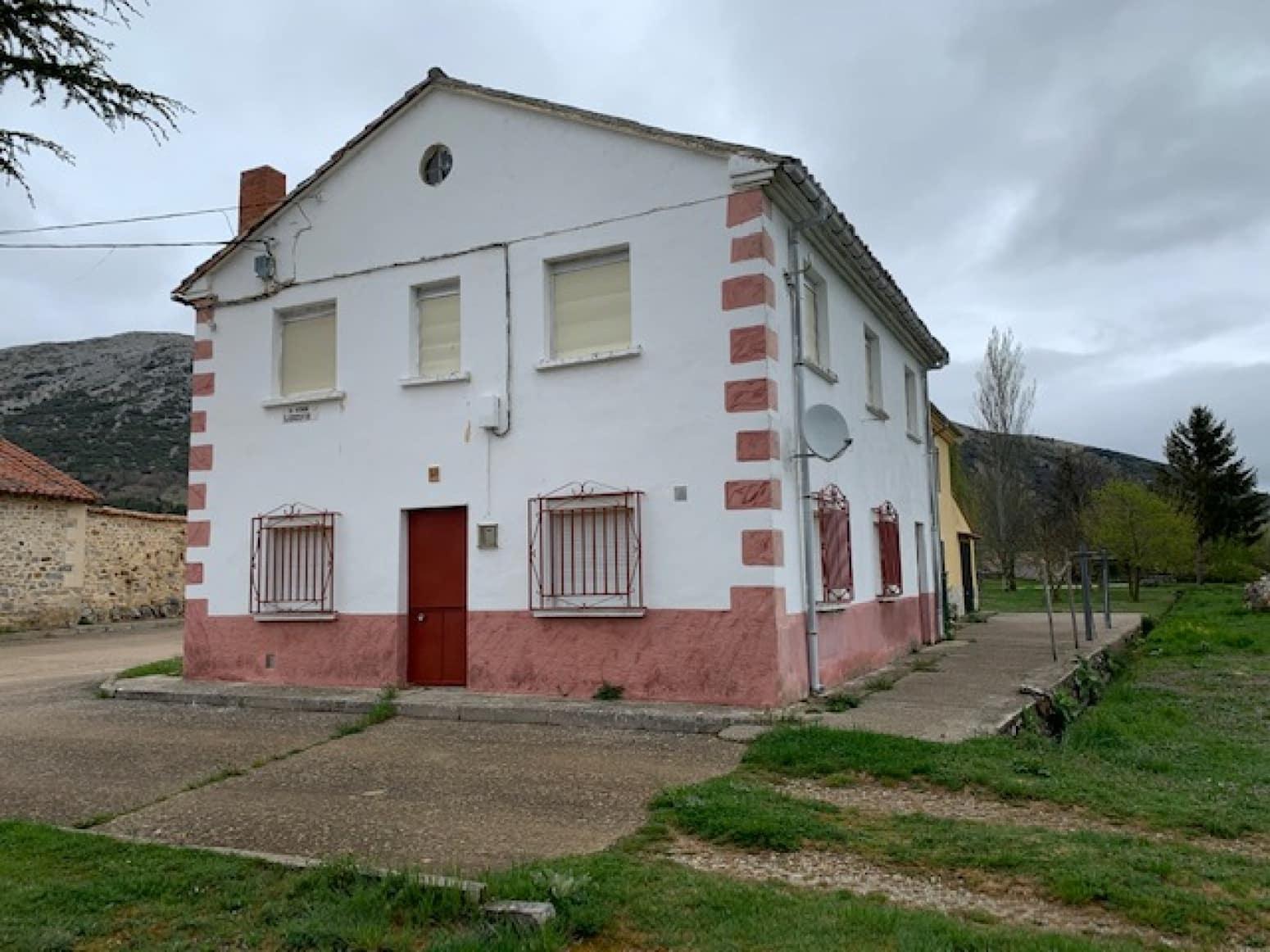 6 soveværelse Villa til salg i Castrejon de la Pena - € 50.000 (Ref: 6062098)