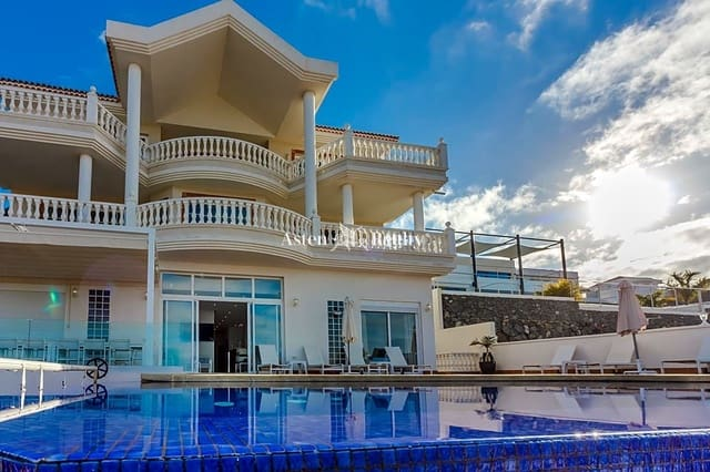 7 bedroom Townhouse for sale in Roque del Conde with pool - € 1,950,000 (Ref: 5764740)