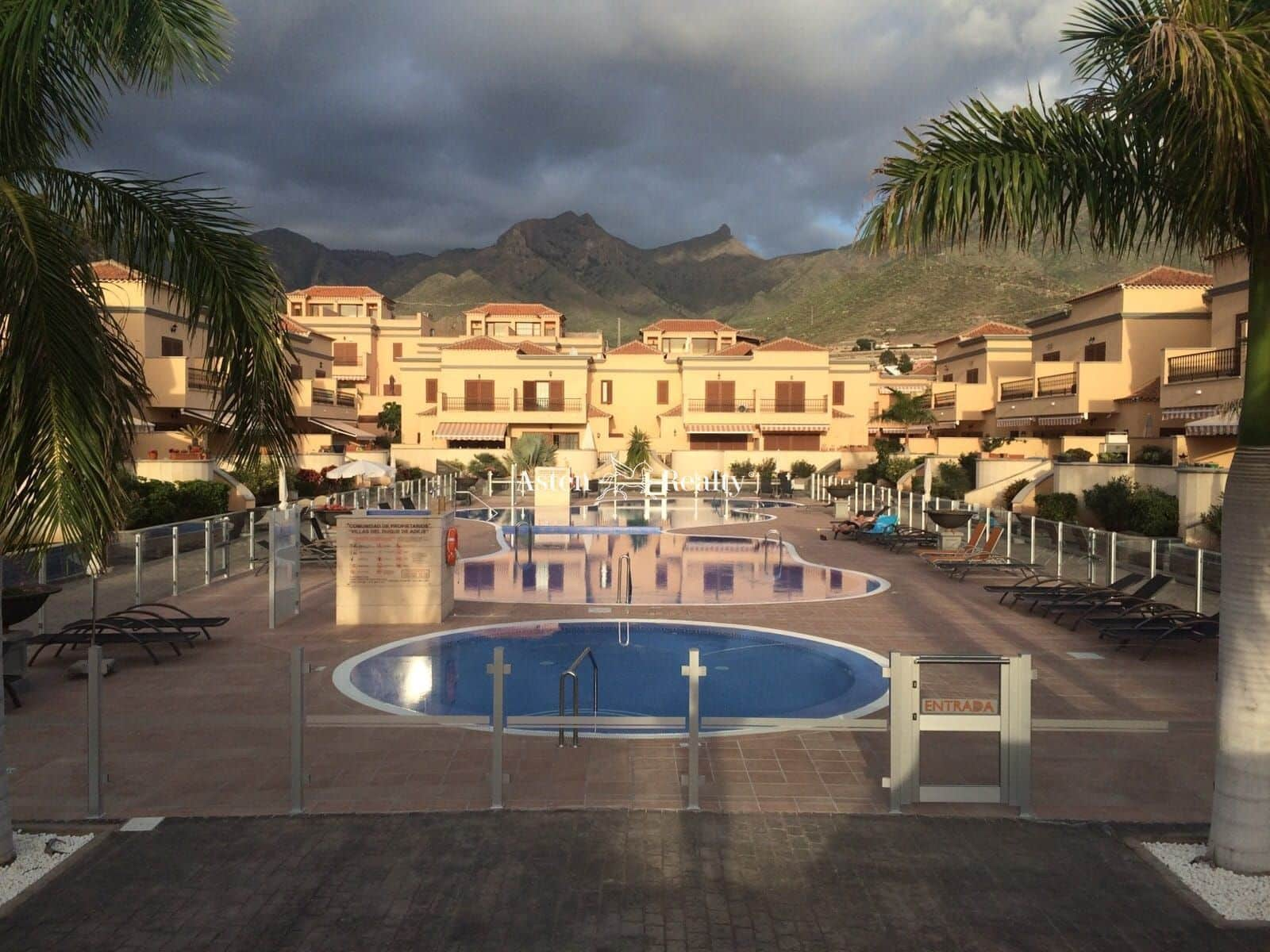 3 bedroom Townhouse for sale in Playa del Duque with pool garage - € 690,000 (Ref: 5803205)