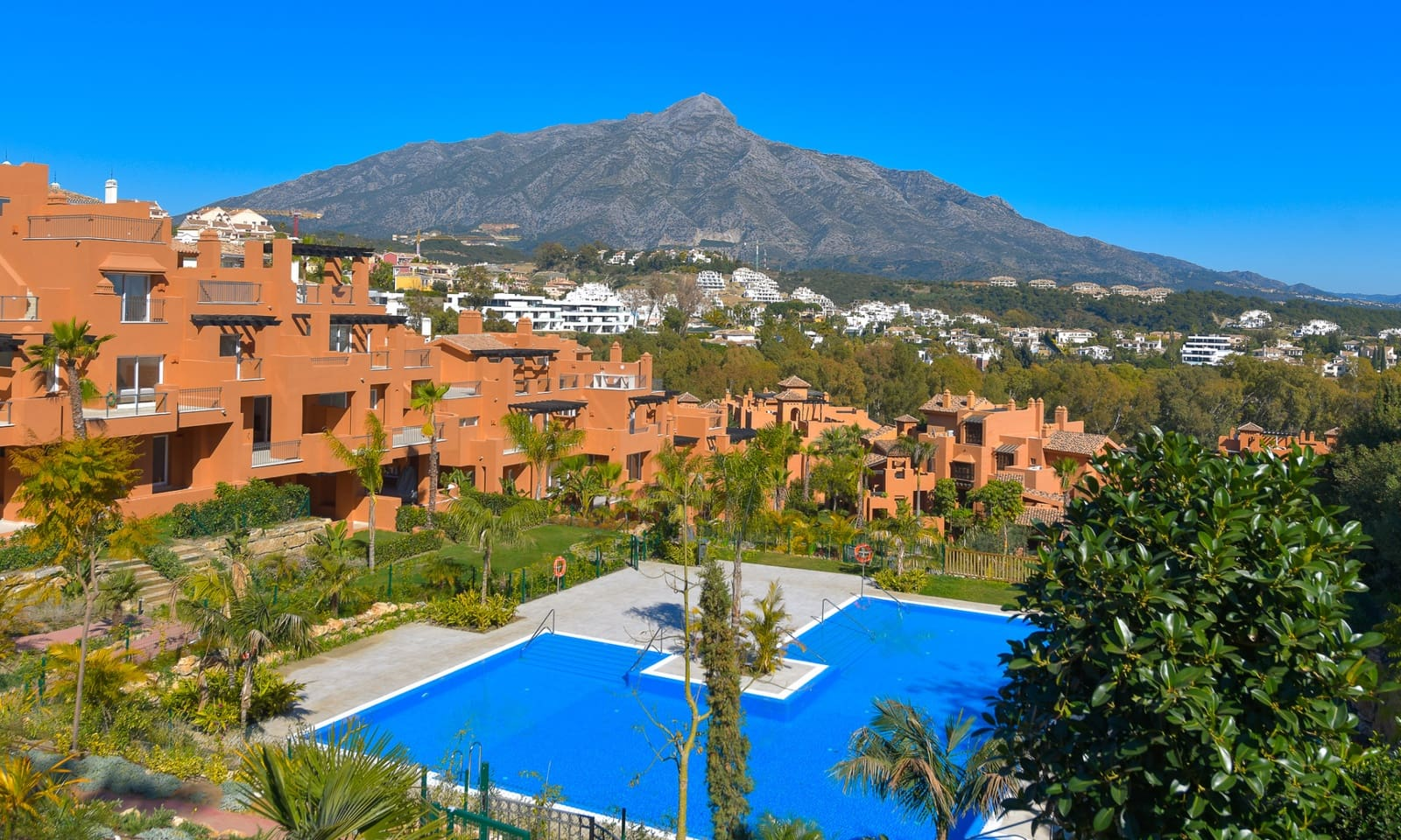 3 bedroom Apartment for sale in Marbella with pool - € 675,000 (Ref: 5042419)