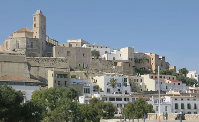 Hotell til salgs i Ibiza by - € 3 700 000 (Ref: 5337833)
