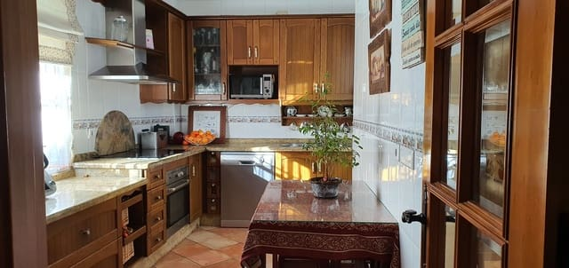 3 bedroom Terraced Villa for sale in Puente Genil with garage - € 145,000 (Ref: 5815118)