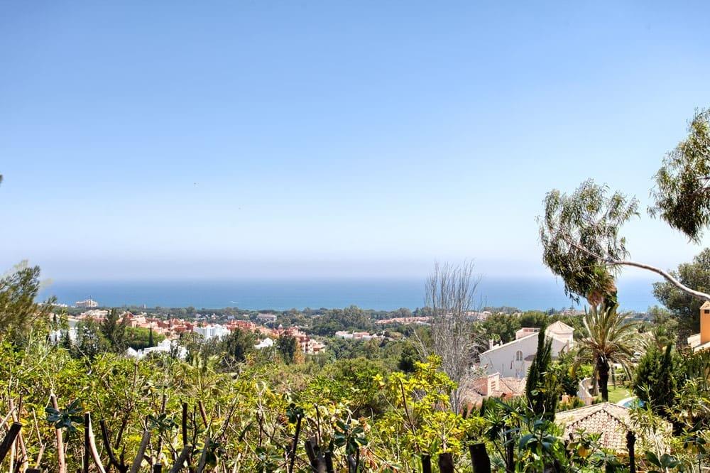 5 bedroom Villa for sale in Marbella with pool garage - € 2,650,000 (Ref: 4233969)
