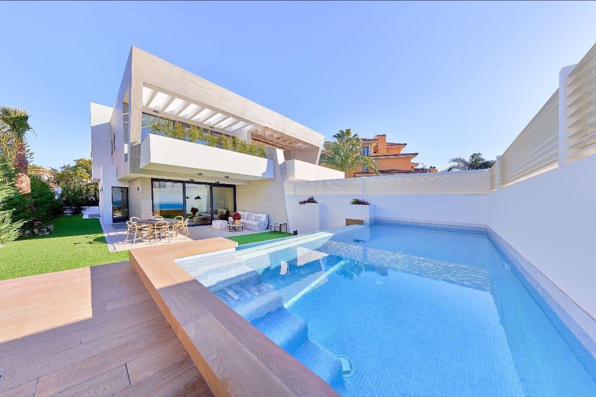 3 soverom Kjedet enebolig til salgs i Puerto Banus med svømmebasseng garasje - € 1 697 000 (Ref: 5034913)