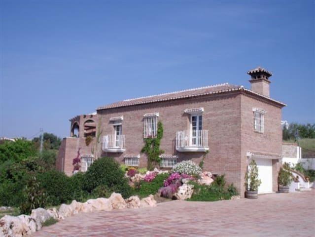 4 sypialnia Finka/Dom wiejski na sprzedaż w Alhaurin de la Torre z basenem garażem - 835 000 € (Ref: 5589695)