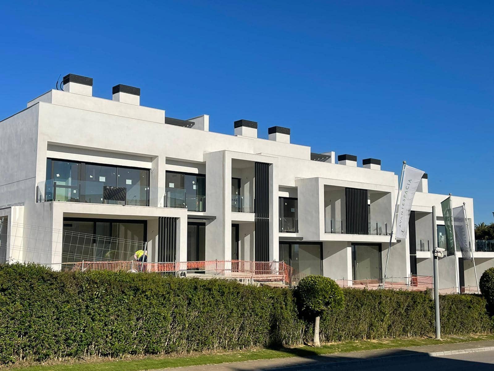 3 soveværelse Byhus til salg i San Roque med swimmingpool - € 399.000 (Ref: 6081152)