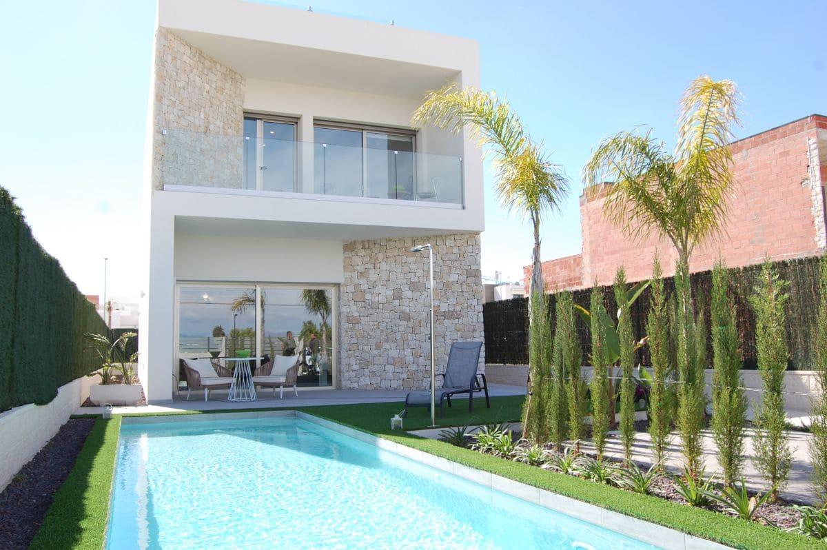 Chalet de 3 habitaciones en Benijófar en venta - 344.900 € (Ref: 4482129)