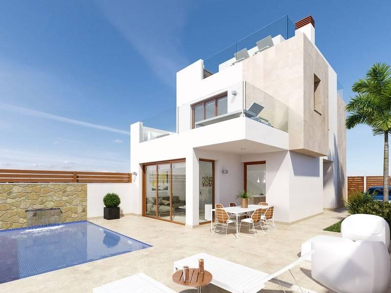 Chalet de 3 habitaciones en Pilar de la Horadada en venta con piscina - 410.000 € (Ref: 4008827)