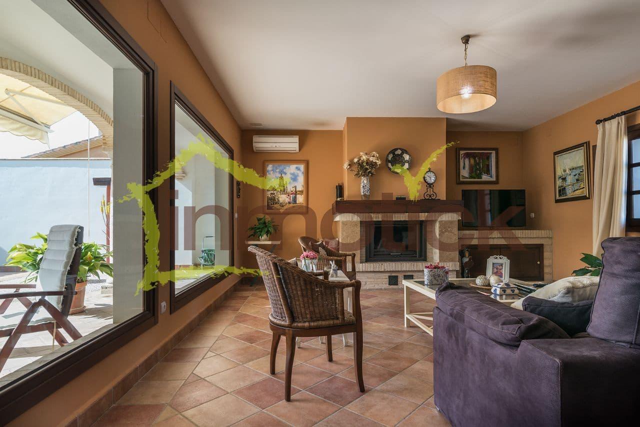 5 bedroom Villa for sale in La Dehesa with garage - € 490,000 (Ref: 3980434)