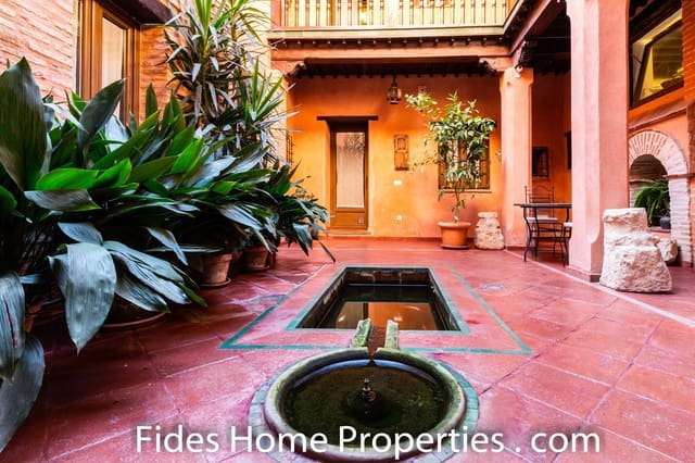 8 bedroom Townhouse for sale in Granada city - € 1,100,000 (Ref: 4455626)
