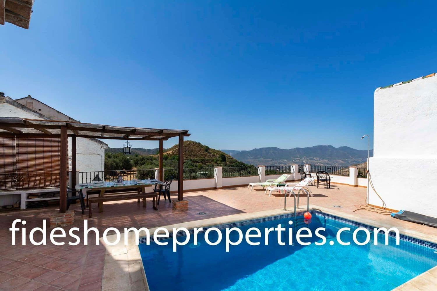 4 bedroom Townhouse for sale in Lecrin with pool - € 189,000 (Ref: 4708383)