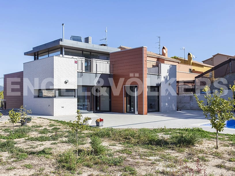 4 bedroom Villa for sale in Sant Pere de Ribes with pool garage - € 945,000 (Ref: 4703871)