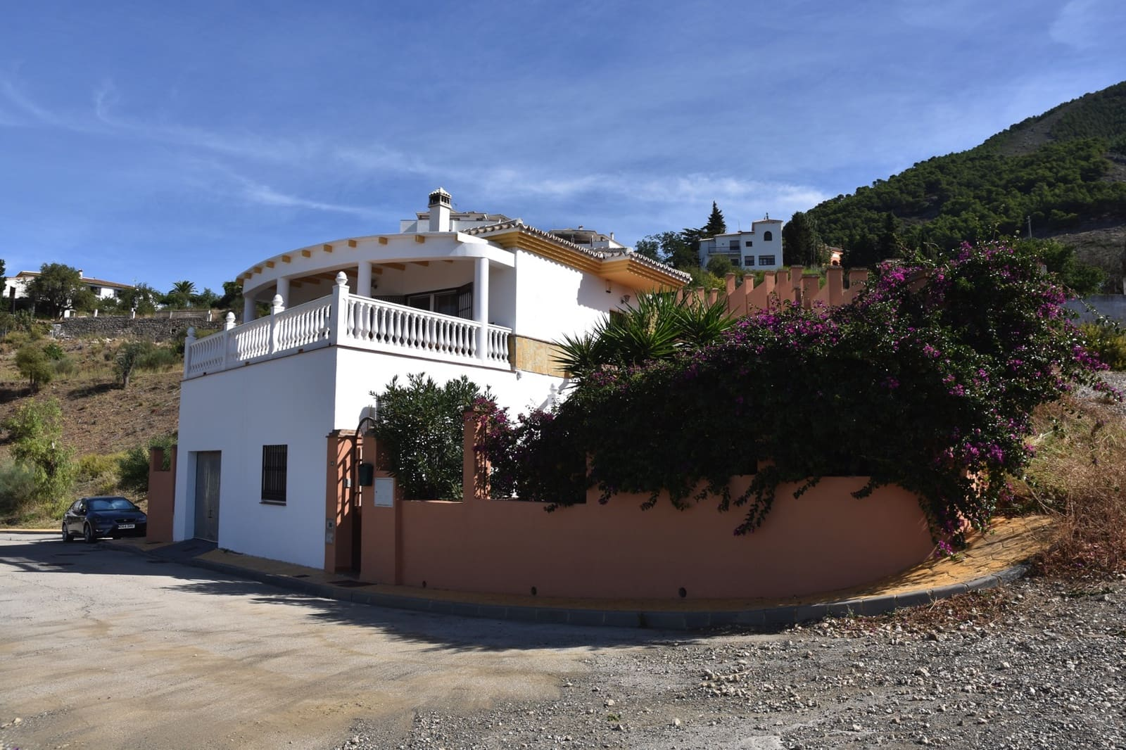 3 bedroom Villa for sale in Alcaucin with pool - € 249,000 (Ref: 4803211)