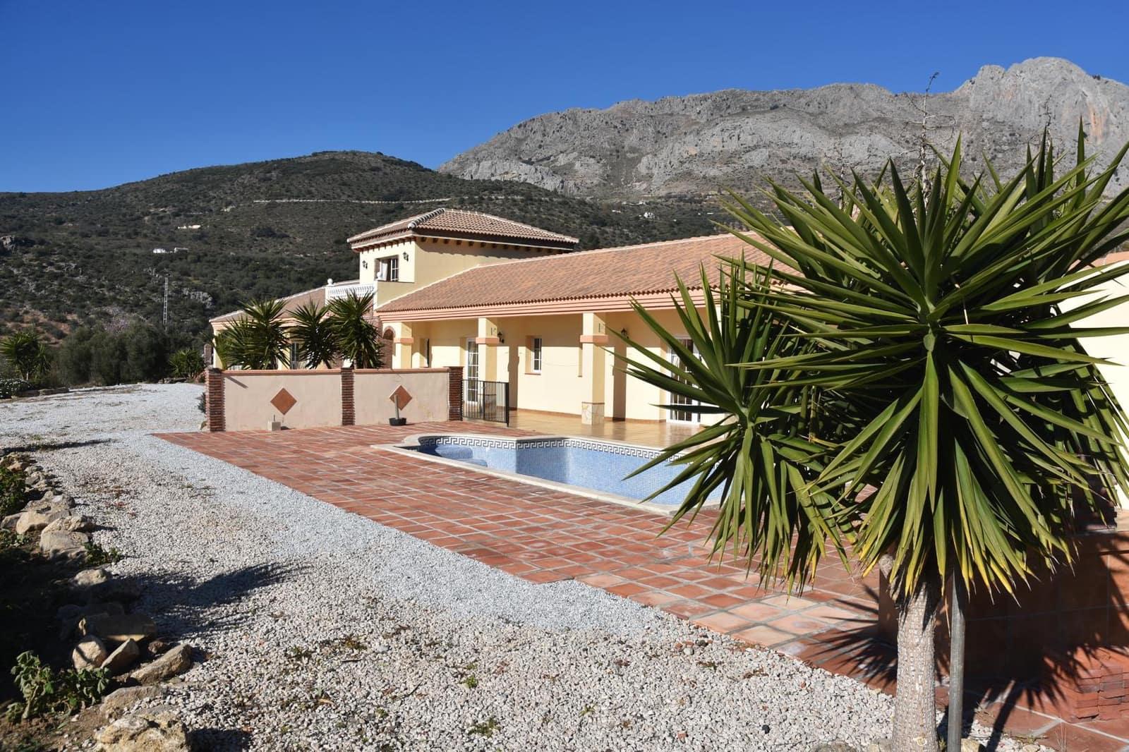 4 bedroom Villa for sale in Alcaucin with pool - € 489,000 (Ref: 4919785)