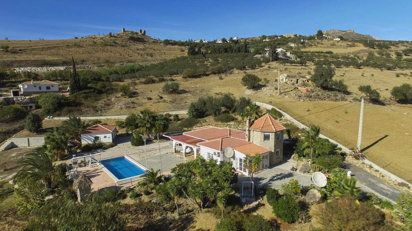 4 bedroom Villa for sale in Alcaucin with pool - € 365,000 (Ref: 4971470)