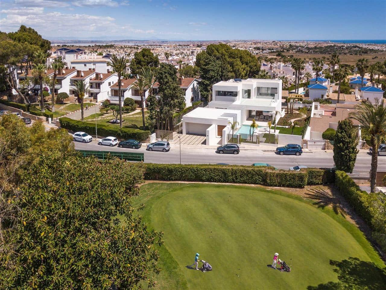 Chalet de 4 habitaciones en Orihuela en venta con piscina - 1.590.000 € (Ref: 4034213)