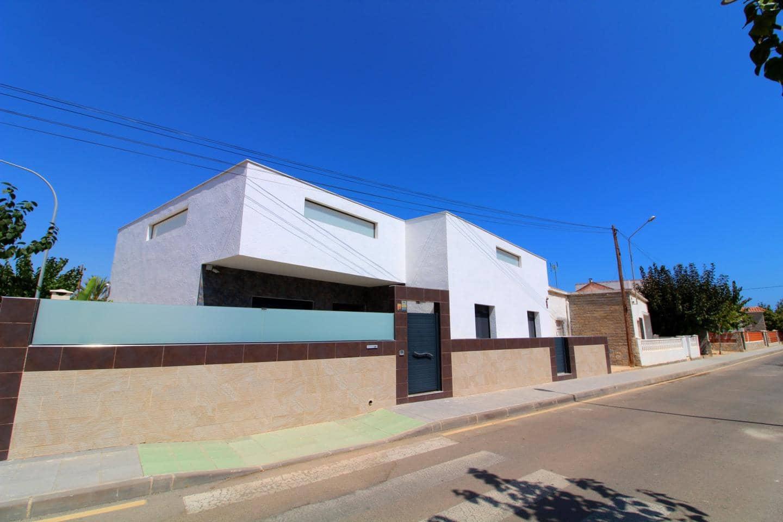 Chalet de 4 habitaciones en Pilar de la Horadada en venta - 468.000 € (Ref: 4175981)