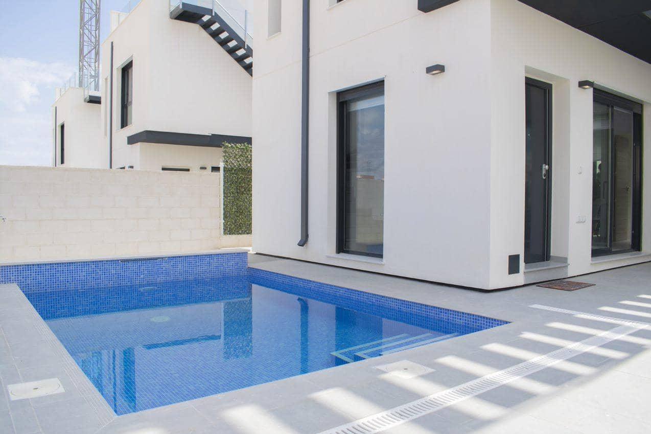 Chalet de 3 habitaciones en Orihuela en venta con piscina - 249.500 € (Ref: 4453577)