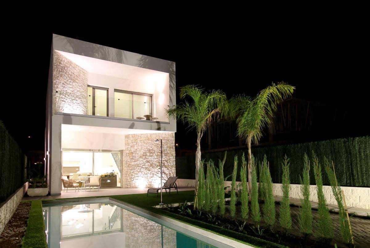 Chalet de 3 habitaciones en Benijófar en venta - 344.900 € (Ref: 4363384)