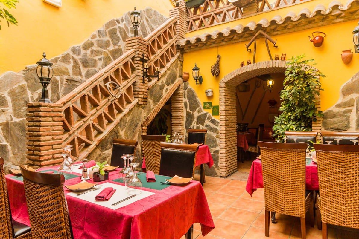 Restaurant/Bar for rent in Estepona with garage - € 1,850 (Ref: 4444923)