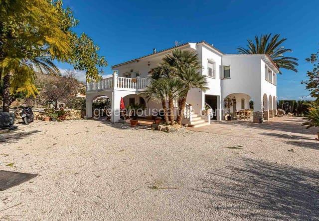 4 bedroom Villa for rent in Altea - € 950 (Ref: 5881639)