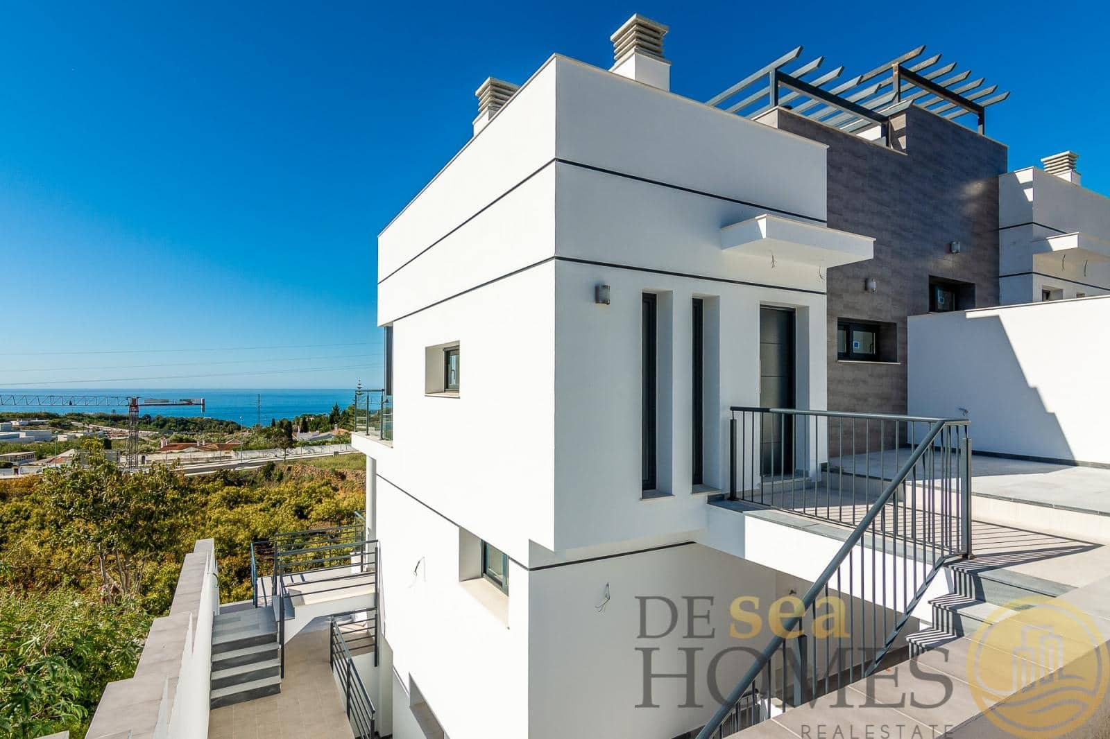 2 bedroom Townhouse for sale in Nerja with pool - € 425,000 (Ref: 5072507)