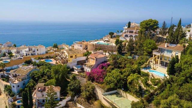 4 Zimmer Villa zu verkaufen in Nerja mit Pool Garage - 759.000 € (Ref: 6345588)