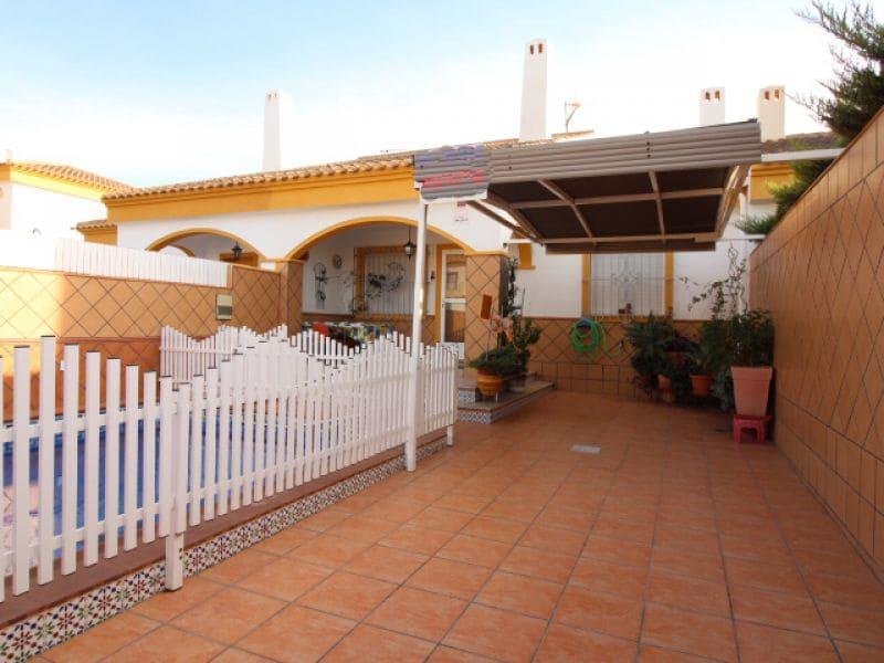 Chalet de 4 habitaciones en Pilar de la Horadada en venta con piscina - 209.000 € (Ref: 4161764)