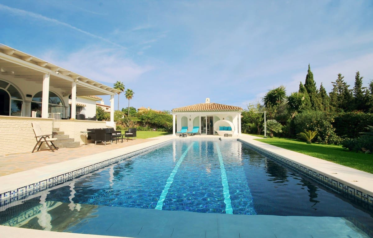 4 bedroom Villa for sale in Marbella with pool - € 1,490,000 (Ref: 4816407)