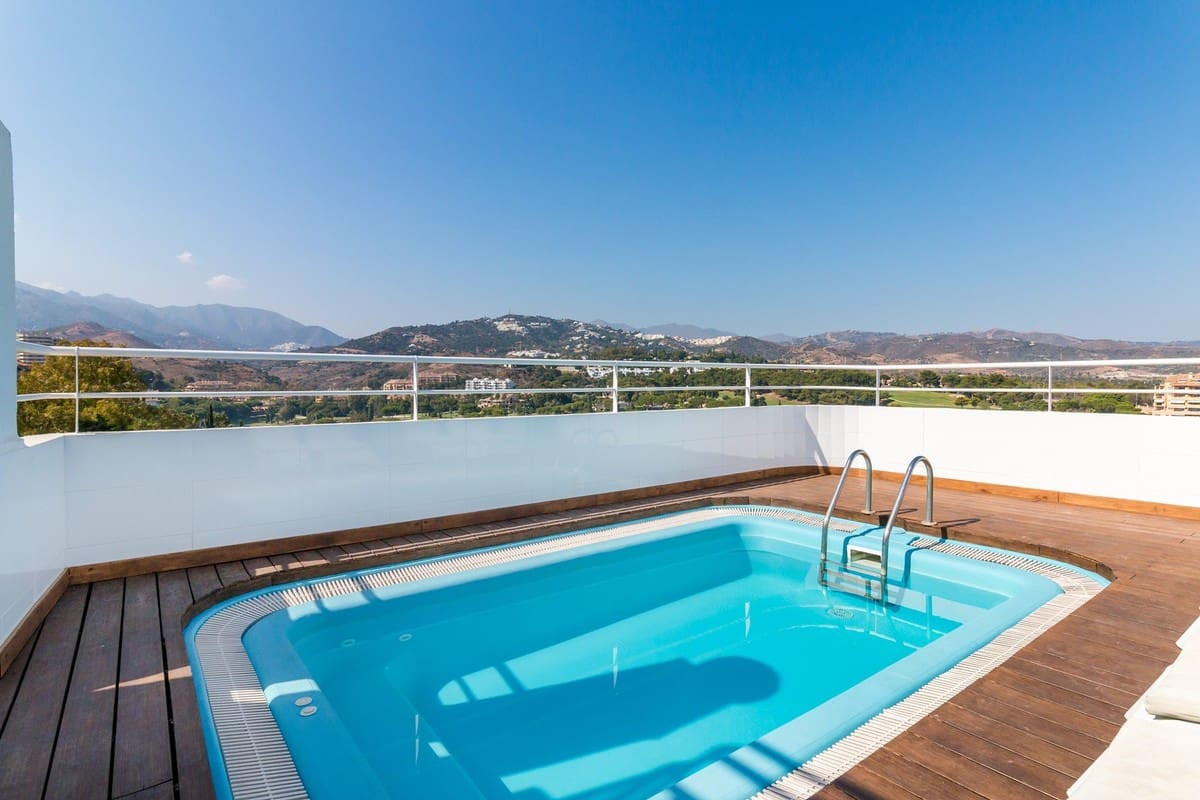 3 bedroom Apartment for sale in Marbella with pool - € 880,000 (Ref: 4816416)