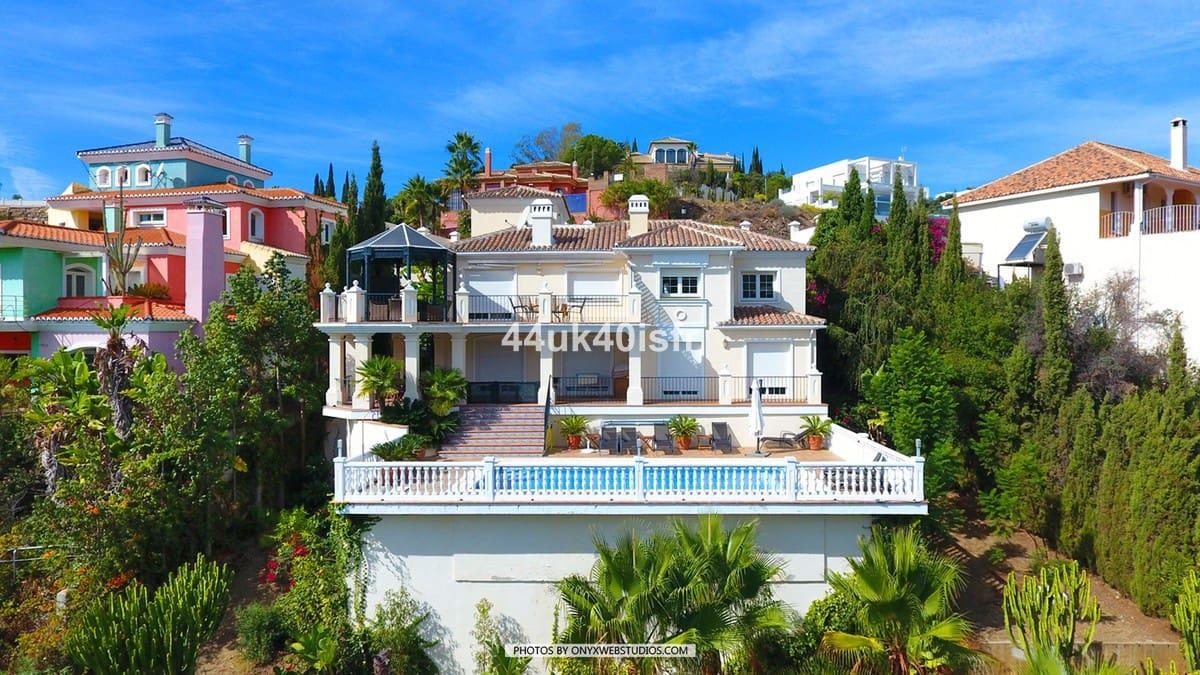 4 bedroom Villa for sale in Marbella with pool - € 1,350,000 (Ref: 4838841)