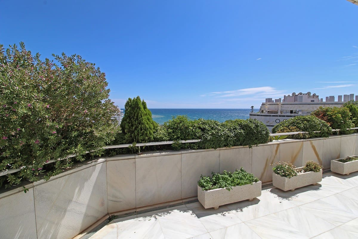 3 bedroom Apartment for sale in Marbella - € 2,290,000 (Ref: 4854396)