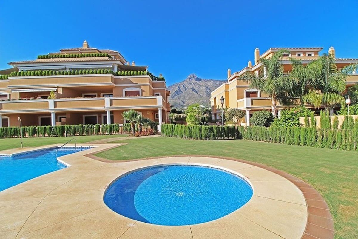 4 bedroom Apartment for sale in Marbella - € 1,340,000 (Ref: 4854885)
