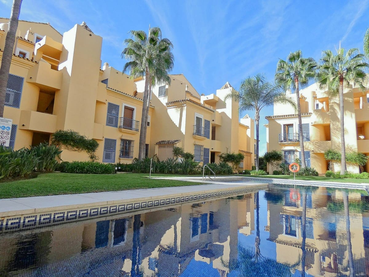 2 bedroom Apartment for sale in Marbella - € 359,900 (Ref: 5008994)