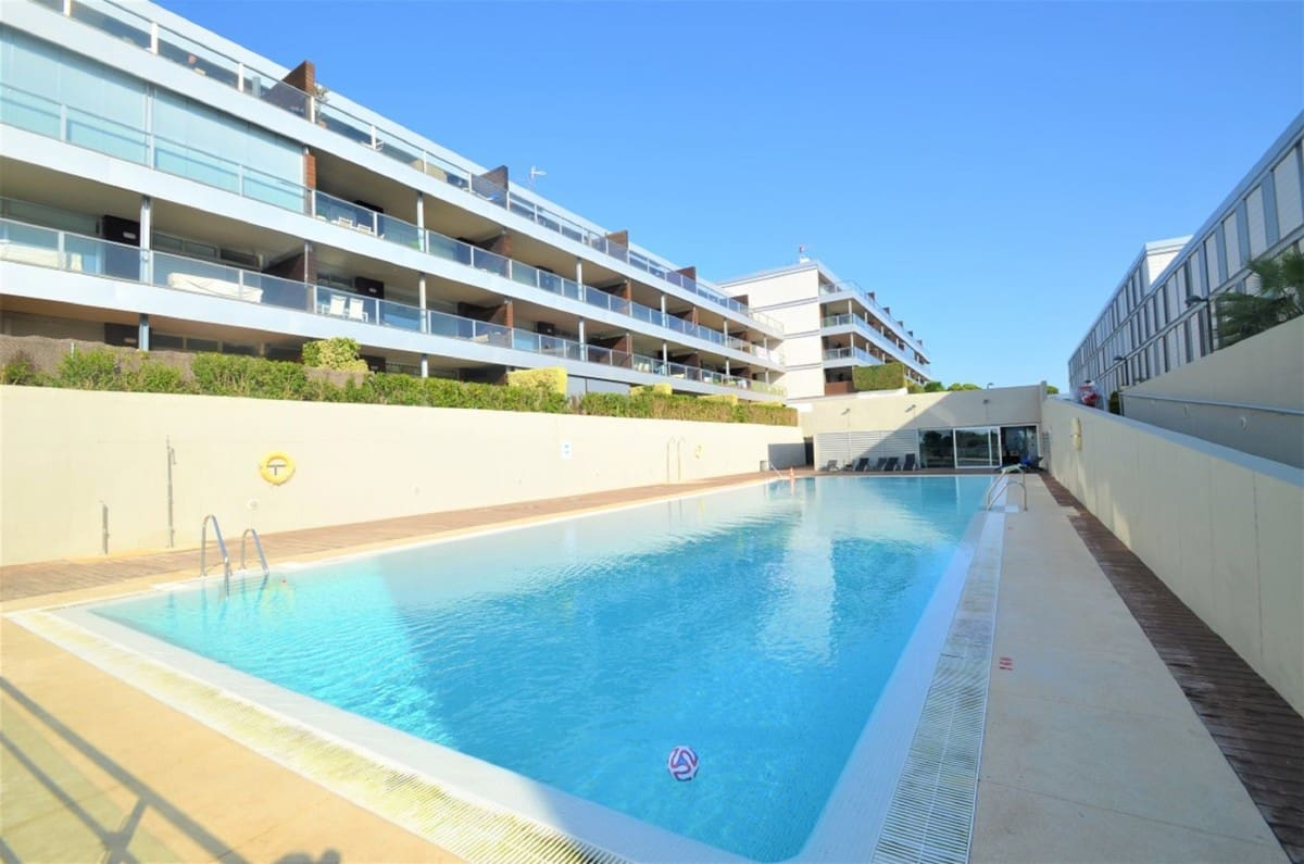 2 bedroom Apartment for sale in Manilva with pool - € 175,000 (Ref: 5048894)