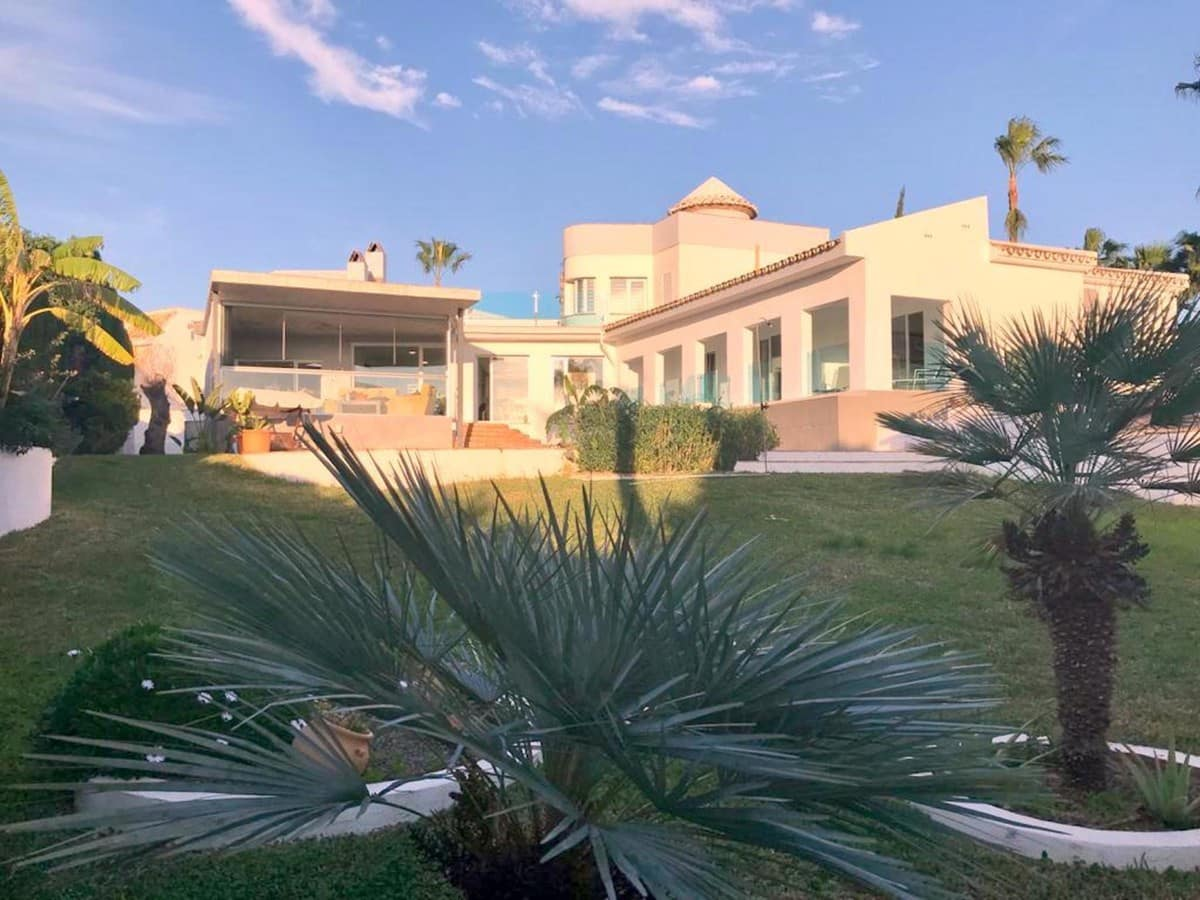 5 bedroom Villa for sale in Benalmadena with pool - € 995,000 (Ref: 5048907)