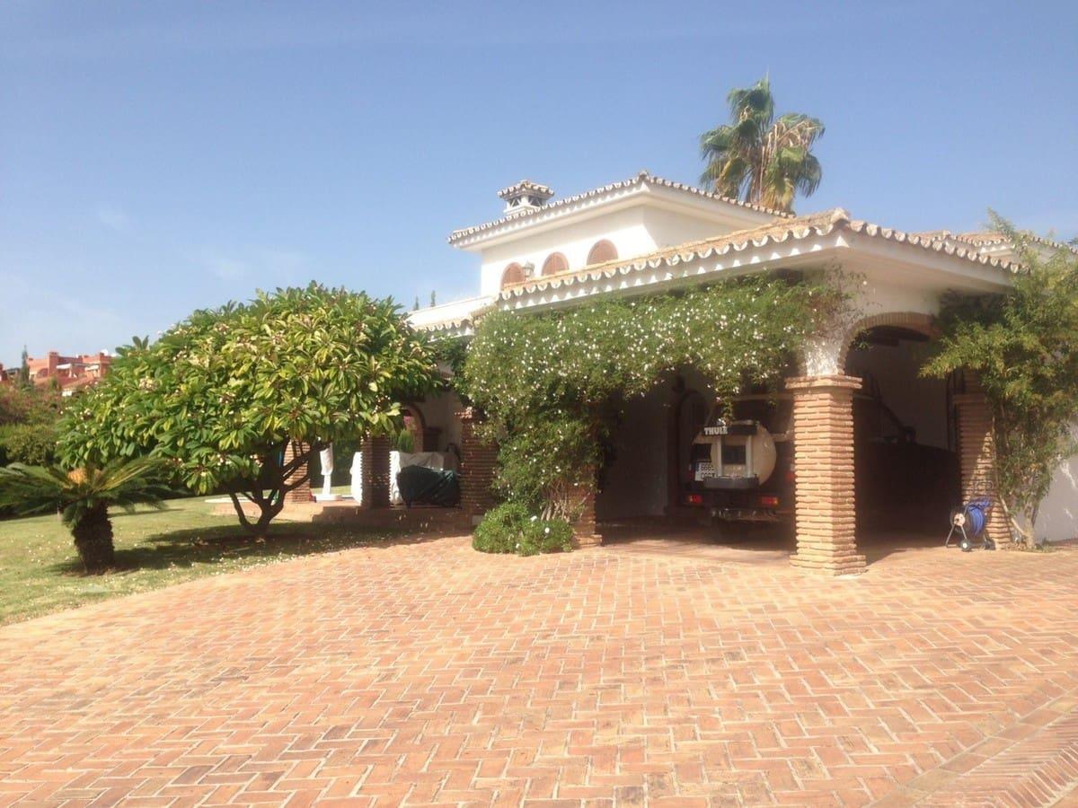 5 bedroom Villa for sale in Marbella with pool - € 1,350,000 (Ref: 5092316)
