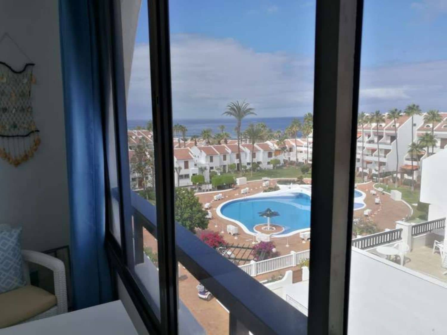 Apartment for rent in Playa de las Americas with pool - € 1,000 (Ref: 4570422)