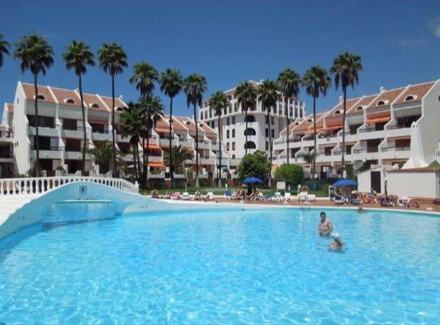 1 soverom Kjedet enebolig til salgs i Playa de las Americas med svømmebasseng - € 270 000 (Ref: 5584137)