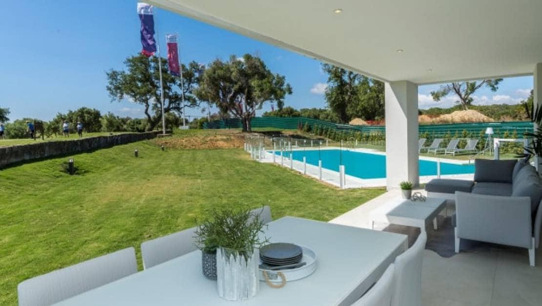 Apartamento de 2 habitaciones en Sotogrande en venta con piscina - 296.000 € (Ref: 5566295)
