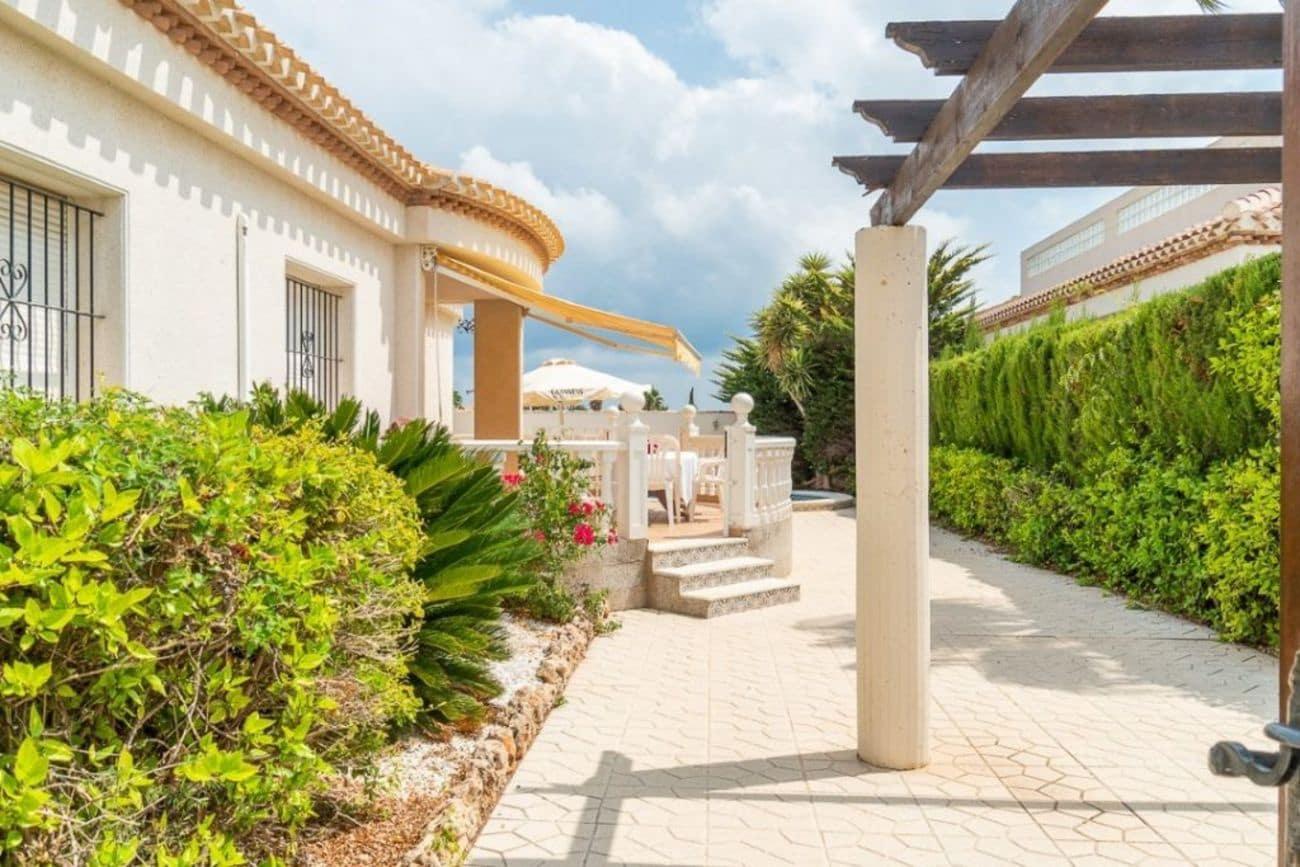 Chalet de 3 habitaciones en Playa Flamenca en venta con piscina - 390.000 € (Ref: 4848100)