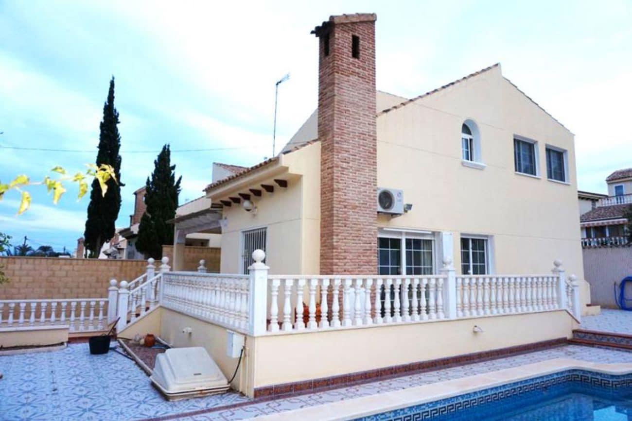Chalet de 4 habitaciones en Playa Flamenca en venta con piscina - 460.000 € (Ref: 5073323)