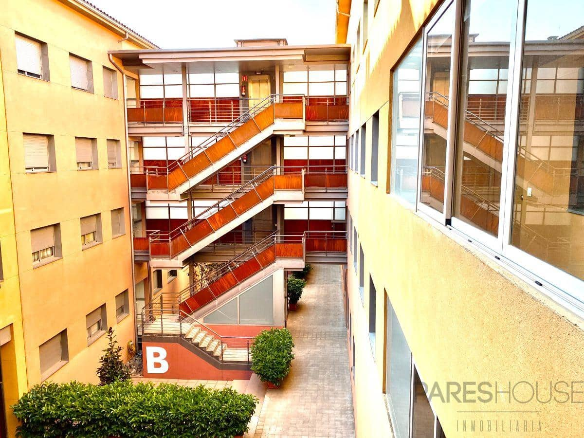 3 bedroom Flat for sale in Figueres with garage - € 135,000 (Ref: 6018934)